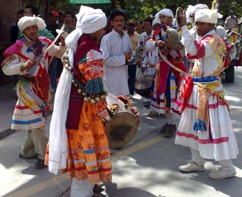 Tradition Flok Dance Cholia